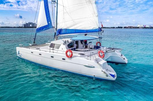 3 - HiRes - 4 Vents - Isla Mujeres Catamaran Tour - Cancun Sailing