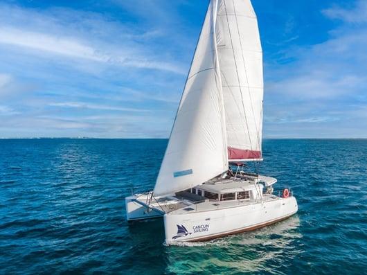 01 - 800 X 600 - Lohengrin catamaran - Front